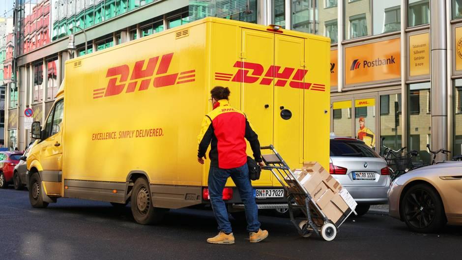 DHL Fahrer Bild mit Pakete